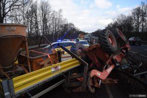 Baufahrzeug war von LKW-Anhänger gefallen