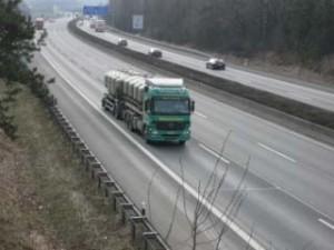 Viele Transportunternehmen beklagen einen Mangel an Lkw-Fahrern. Eine Fachkonferenz am 8. November 2011 in Fulda soll Lösungen aufzeigen (Foto: Archiv)