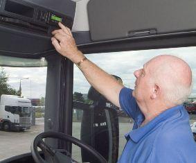 Für alle Lkws ab 2,8 Tonnen soll der digitale Tacho bald Pflicht werden (Foto: trans aktuell)