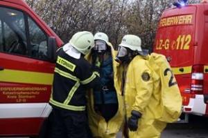 Gefahrgutspezialisten (Foto Archiv -polizeipresse.de)