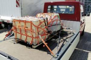 Die Ladungssicherung bei Lkws ist vielfach unzureichend (Foto: BG Bau)
