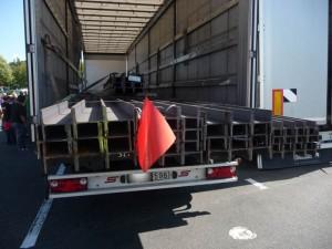 BAG untersagt 24-Tonner Stahltransport die Weiterfahrt