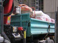 Ein Kipper ist für Schüttgut geeignet, es fehlen die Einrichtungen für eine ordnungsgemäße Ladungssicherung.