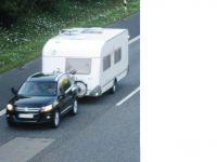 Immer vor der Fahrt in den Urlaub die Ladungssicherung im Wohnmobil oder Caravan noch einmal überprüfen