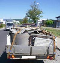 Nicht nur die Ladungssicherung war mangelhaft, auch die Verkehrssicherheit der Fahrzeuge (Foto: Polizei Düren)