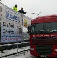 Zwei Gerüste stehen Lkw-Fahrern im Bereich des PP Osthessen zur Verfügung, um Eisplatten von den Dächern zu entfernen (Foto: Archiv)