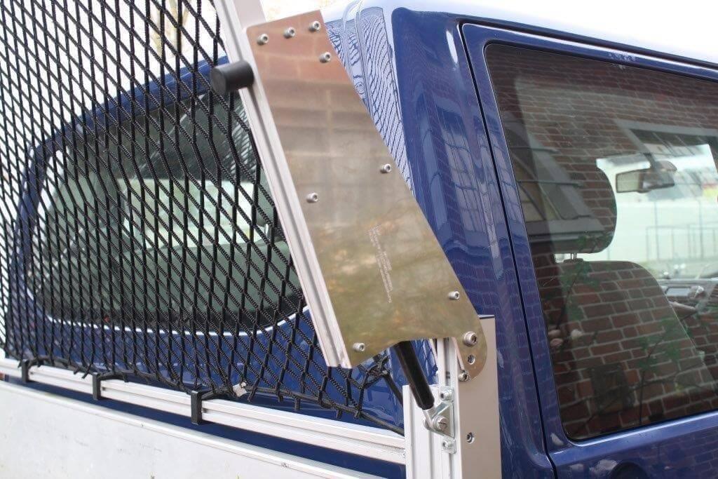 Ladungssicherung durch Abdeckrahmen mit integriertem Netz - LasiPortal